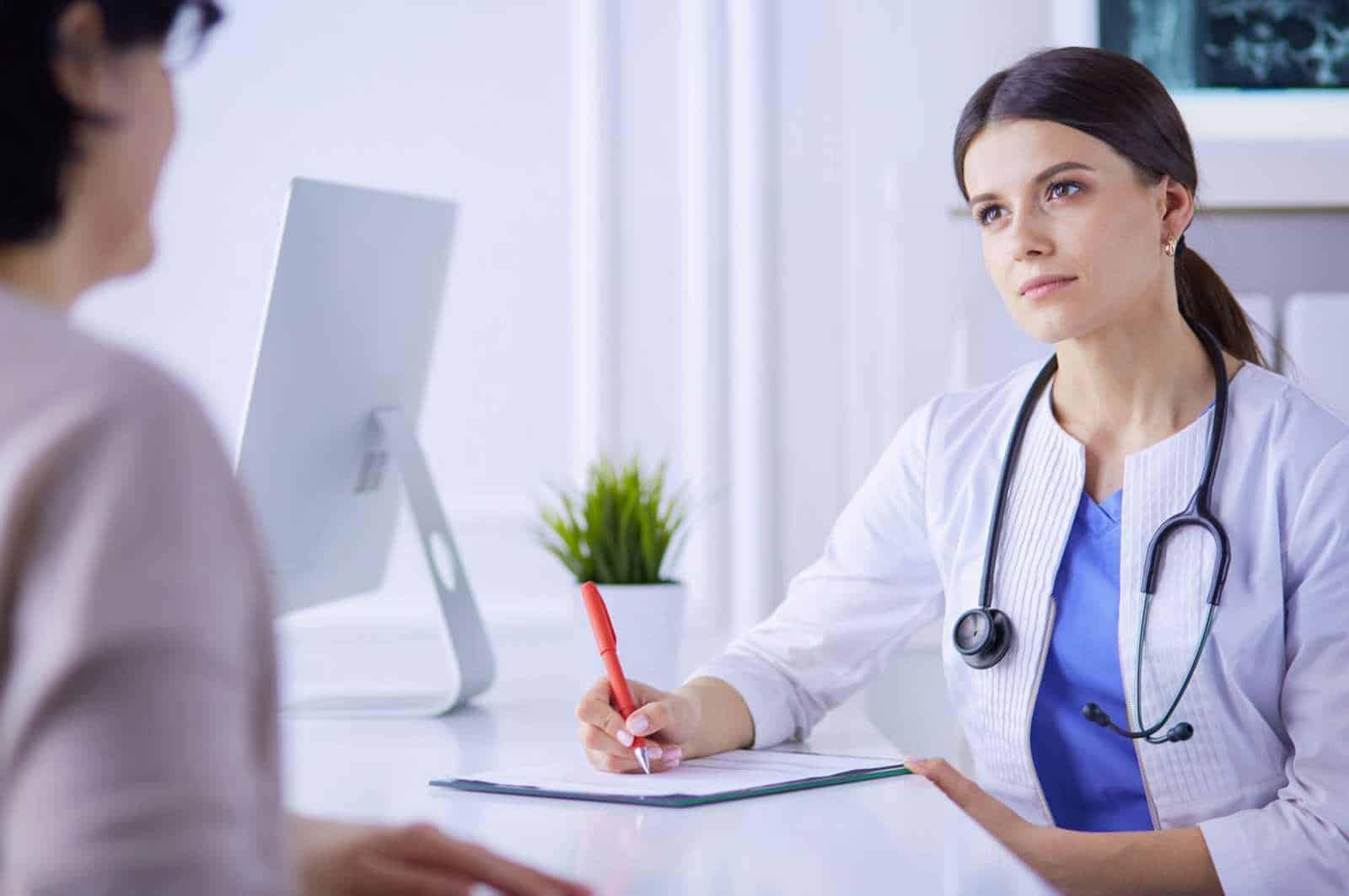 Консультация гинеколога и УЗИ при патологии матки